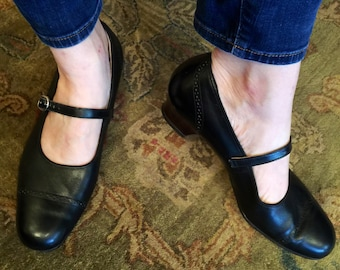 60's Black Leather Mary Janes Low Heel Womens Size 10 wide!!!! 10w