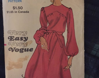 1970's Vintage Vogue Dress Pattern #7960- size 14 bust 36 hip 38