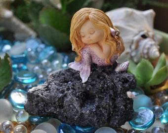 Mermaid Baby Sitting on a Rock+Fairy Garden+Fairy Garden Figurine+Fairy Garden Miniatures+Fairy Garden Supplies+Mermaid Staute+Figurines