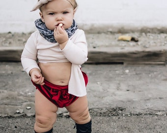 Baby girl valentines day outfit / Red baby girl bloomers / Toddler girl bloomers / Baby girl shorts / Baby girl fashion / Christmas outfit