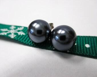 14K White Gold Black Pearl Stud Earrings