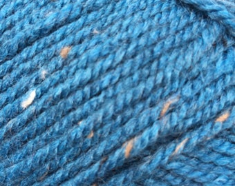 Aran tweed yarn 400 g super yarnball Rustic from James C Brett teal colour with beige speckles 20 % wool 695 meter (760 yarns) shade DAT 27