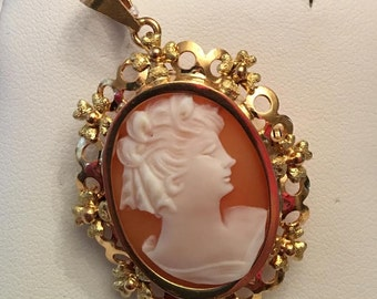 Vintage 18 kt yellow gold Filigree Shell Cameo Pin Pendant with Textured Flowers
