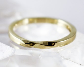 Scottish & Recycled Gold Infinity Twist 2mm Wedding Ring