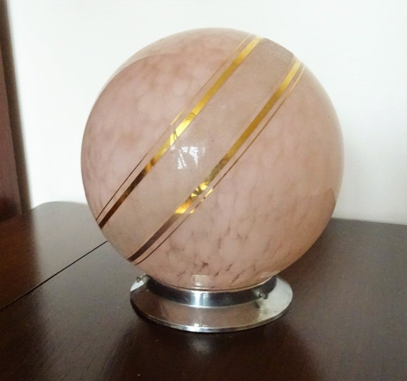 Plafonnier boule en verre clichy rose moutonn aux filets for Plafonnier boule verre