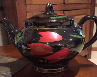 Vintage Royal Canadian Art Pottery Dripless Tea Pot w/ Red Tulips. ID#17-26