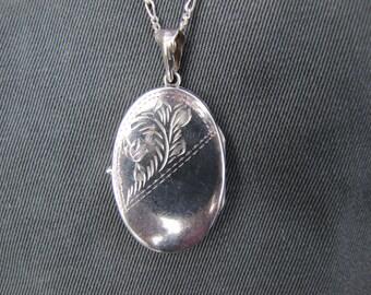 Vintage sterling silver picture locket