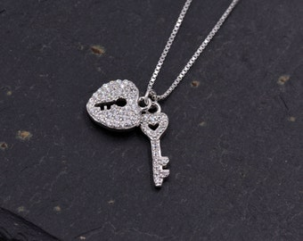 Sterling Silver Crystal Encrusted Dainty Key and Lock Pendant Necklace 18'' z88