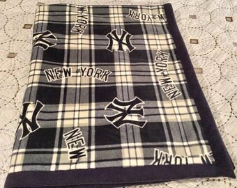 New York Yankees 3 Layer Quilted Fleece Blanket (Navy, White, Navy Blue Backing)