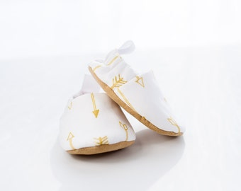 Baby Shoes, Baby Shoes Girl, Baby Shoes Boy, White and Gold, Baby Booties, Baby Shower Gift, Modern Baby, Toddler Slippers,Baby Gift