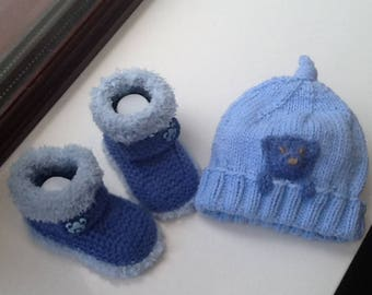 Hand knitted baby hat and booties 0/3mths, baby shower gift, baby boy gift,newborn gift