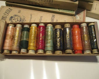 Vintage Italian spools of cotton in mixed colours plus a vintage box. 11 Spools