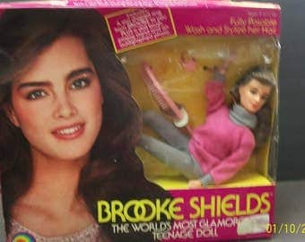 Brooke Shields World's Most Glamorous Teenage  Posable Doll With Wash And Style  Hair,1980's  New With Accessories In Badly Damaged Box