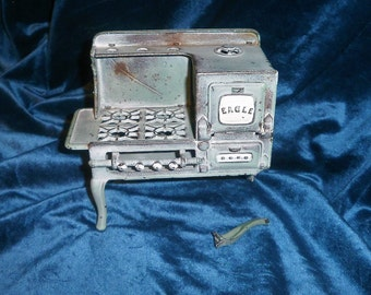 1930s ??? Vintage miniature cast iron Eagle stove Salesman Sample
