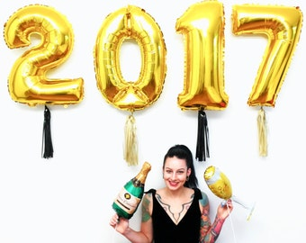 2017 Balloons, New Years Eve Decorations, Gold Graduation Party Decor, NYE 2017 Wedding, Black and Gold Photo Booth Props
