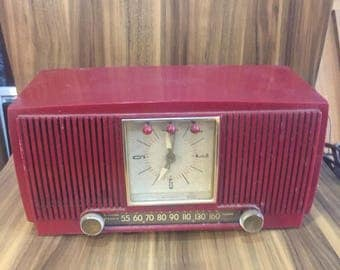 Vintage General Electric Clock Radio Model 574