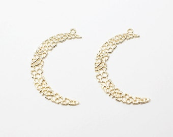 P0527/Anti-Tarnished Matt Gold Plating Over Brass/Large Lace Crescent Moon Pendant/25x35mm/2pcs