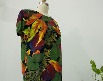 Fantastic 1990s Short Sleeve Knee Length Jungle Dress with Palm Leaves, Philodendron, and Floral Print Women's Size 8P