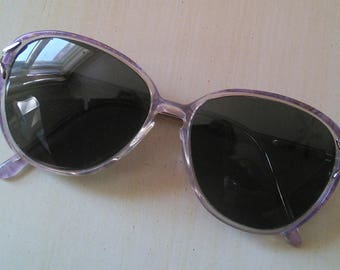 Classic Elizabeth Arden sunglasses // American designer, 1980's, pretty mauve/ violet sunglasses