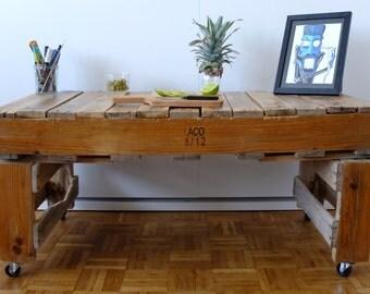 Table in wood pallet on wheels - handmade