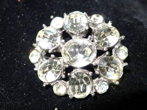Beautiful vintage 1950s silver metal clear rhinestone brooch