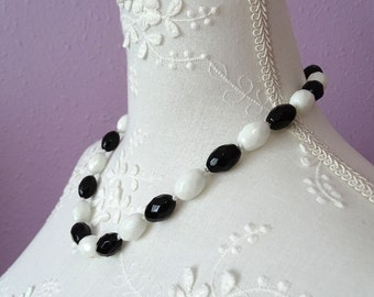 Black and white faceted bead necklace. Silver tone clasp.Hand knotted vintage necklace.