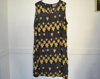 VINTAGE A-line shift dress Black with Daisy / Frangipani print size 16 festival dress