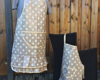 oilcloth apron aduld and kids, beige polka dot