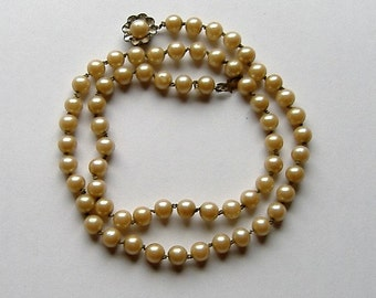 1940S FAUX PEARL GLASS necklace