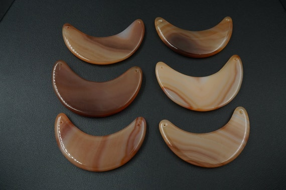 Lot of 6 Crescent Moon Shaped Smooth Agate Stones A-7