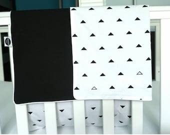 Baby Blanket / Monochrome Crib Blanket / Black And White Blanket / Monochrome Blanket / Nursery Bedding / Crib Blanket / Kids Room Decor