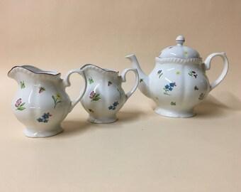 Johnson floral teapot and jug set