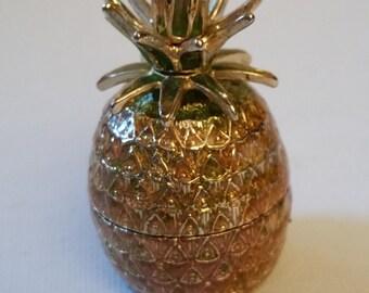 Pineapple box, Monet