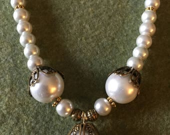 "19"" pearl necklace with gold accents"