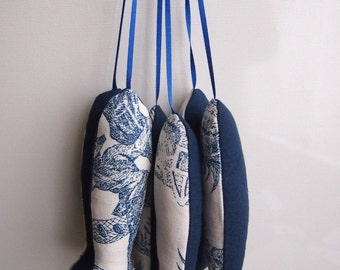 Fish ornament Toile de Jouy Blue