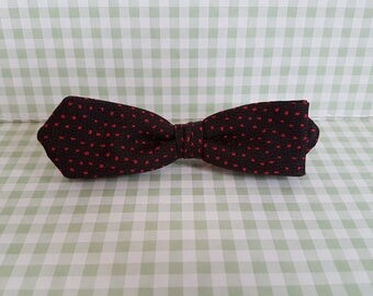 Vintage ORMOND of NYC Skinny Clip-on Bowtie in Black with Red Dots