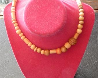 Light tan stretchy necklace