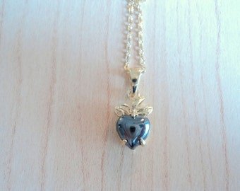 Hematite pendant. Vintage jewel in excellent condition. Hematite gemstone. Heart necklace.
