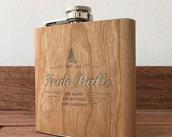 Hip flask with wood lamination and personal engraving