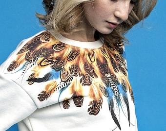 Sweatshirt with feathers