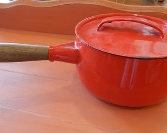 Red Enamelware 1 qt saucepan with lid