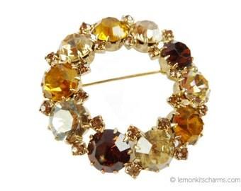 Vintage Karu Arke Rhinestone Wreath Brooch Pin, Jewelry 1950s Mid-century, Brown Topaz Orange, Circle, Autumn Fall, Goldtone