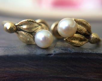 Gold filled pearl flower screwback earrings-vintage earrings-vintage costume jewelry