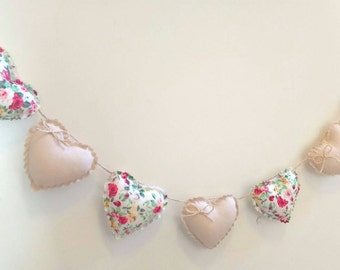 Hand Made Shabby Chic 7 Heart fabric Garland Bunting Beige & Cream Ditsy Floral