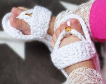 Baby Shoes, Baby Flip Flops, hand crochet, with decorative gold tag
