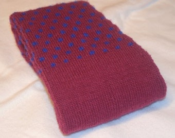 Overknees hand knitted in dark red (Burgundy) with blue polka dot Gr. 38/39 in rounds without disturbing seams