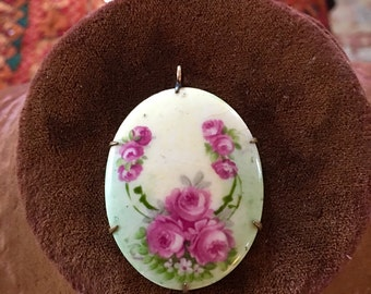 Beautiful vintage 1940s hand painted floral porcelain pendant