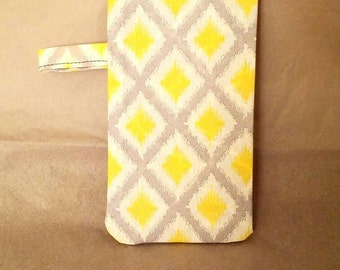 The Diamond Pattern Sunglass Pouch in Gray, Yellow and White