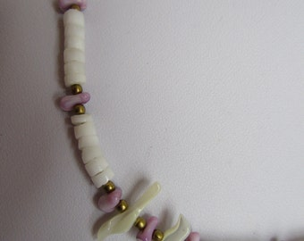 1980s shell Surfer choker shell bead necklace holiday souvenir white lilac vintage retro