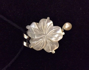 Mother ofPearl Hibiscus Pendant